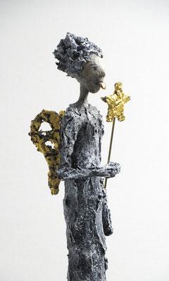 Engel-Skulptur aus Pappmache - montiert auf geölten Sockel aus französischem Nussbaum - Größe ca. 46 cm  - Titel: Stern am Stiel