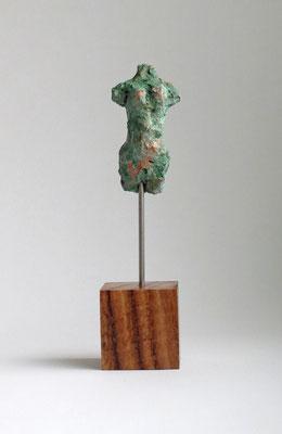 Miniatur-Torso aus Pappmache mit schöner türkisbgrün-oxidierter Bronzepatina  - Größe ca: 15 cm - ohne Titel -verkauft-