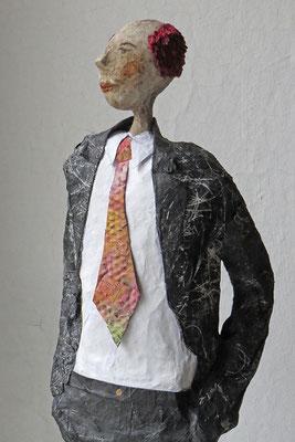Plastik aus Papiermache (Detail)  - Größe ca. 60 cm - Titel: Der Chef -verkauft-