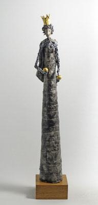 Skulptur aus Pappmache - montiert auf geölte Eiche, Krone und Kugeln gebrochen blattvergoldet - Größe ca. 56 cm - Titel: Doppelbällchen