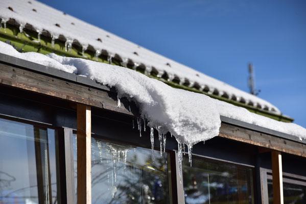 Eis und Schnee auf dem Wintergarten