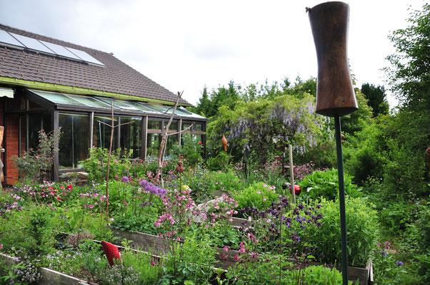 der Garten in üppiger Fülle