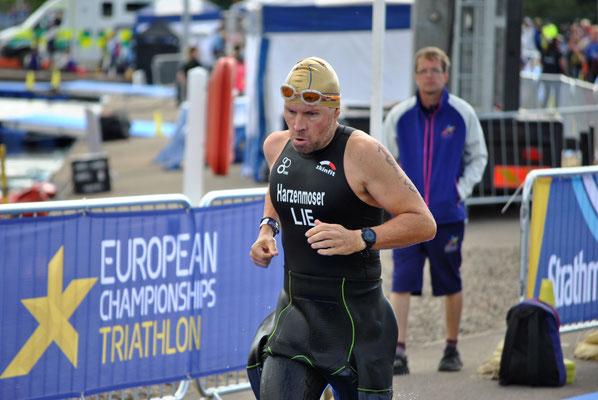 Christian Harzenmoser wenige Meter nach dem Schwimmausstieg