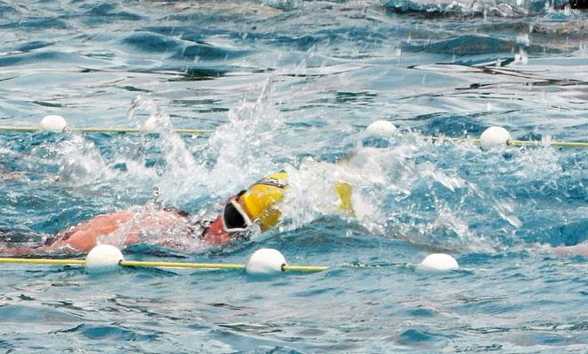 Philip Schädler beim Schwimmen