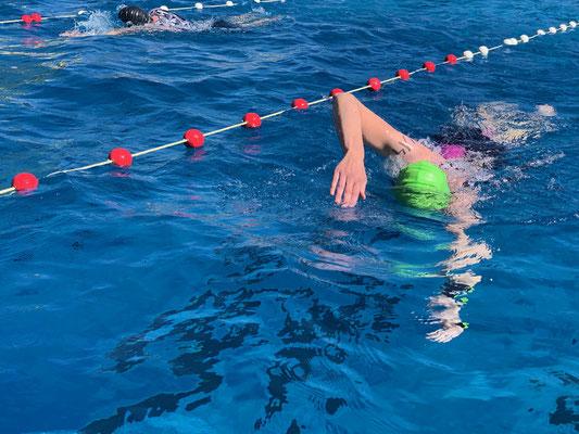Nadia Dobler beim Schwimmen