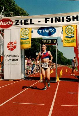EM Triathlon Eichstätt (De) am 2.7.1994 - Michael Schädler im Ziel