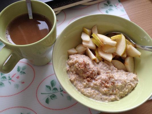 Zimt-Porridge, Kaffee und Guten-Morgen-Tee mit Eisenkraut und Zitronenmelisse :-)