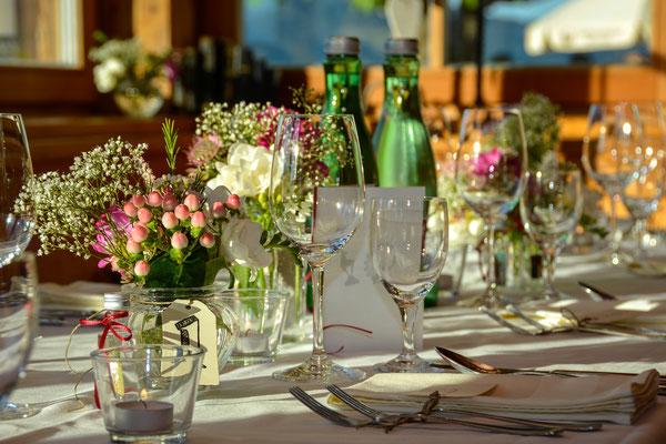 Festlich gedeckter Tisch auf der KandlerAlm Sonnenterrasse