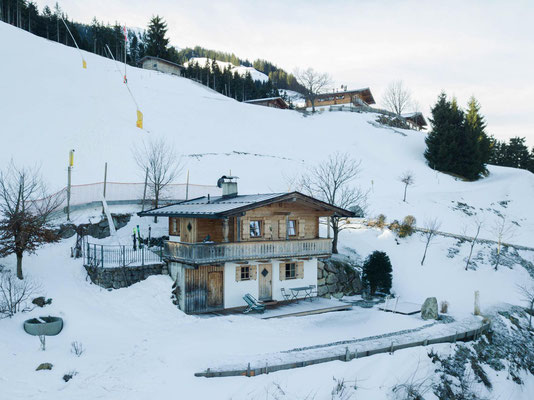Das FerienHaus liegt direkt an der Piste Nr. 11 der SkiWelt Wilder Kaiser Brixental