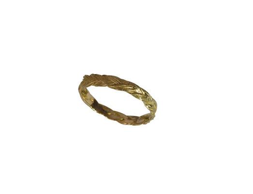 Ring mit Pferdehaarstruktur aus 14 oder 18  karat Rotgold, ab 220 Euro
