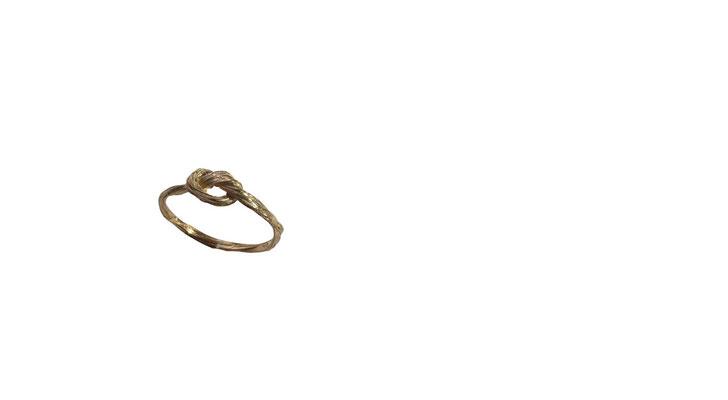 Ring mit Pferdehaarstruktur aus 14 oder 18 karat Rotgold, ab 150 Euro