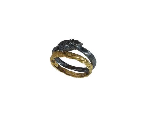 Ringe mit Pferdehaarstruktur aus 18 karat Rotgold und geschwärztem 925 Sterlingsilber