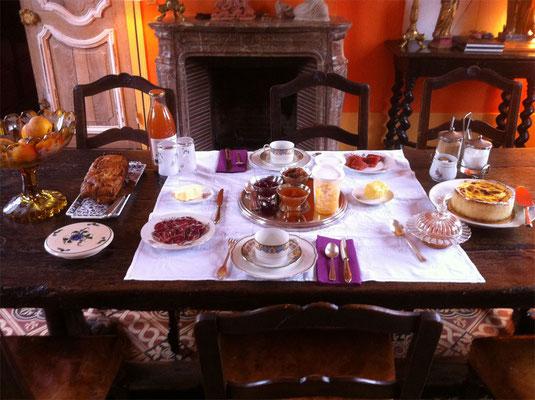 Petit-déjeuner. Les Chambres de l'Abbaye dans l'Oise