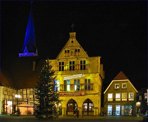 Nachtaufnahme vom Rathaus