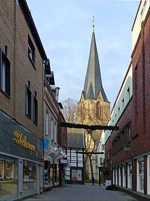 Magdalenenstraße, mit  Blick auf die  St. Christophorus in Werne