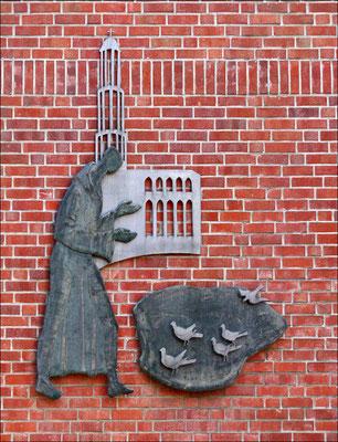 Heilige Franz von Assisi an einer Hauswand an der Südmauer