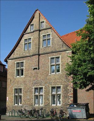 Rückseite vom Steinhaus