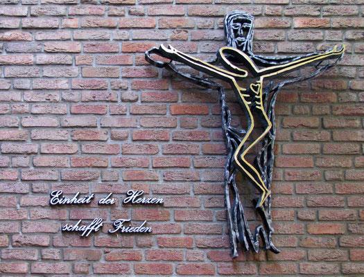 Kreuz an der Stadtbücherei (Steinhaus)