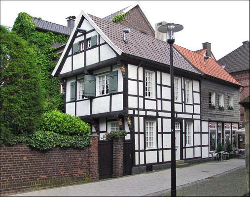 Fachwerkhaus an der St. Christophorus-Kirche