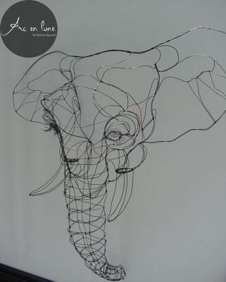 """Tête d'éléphant, """"Elef"""" de Arc en Lune, sculpture fil de fer 3 D en applique, H.85 x L.85 x P.30 cm"""
