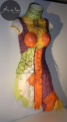 Buste femme corset Shéhérazade de Arc en Lune L.80 x l.60 x P.20cm, fil de fer, tissu, perles, applique lumineuse