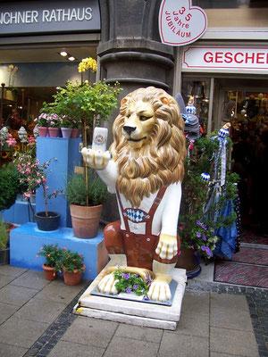 Um leão à caráter: de Lederhosen