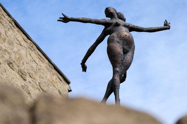 Nuss Skulptur Y-Burg