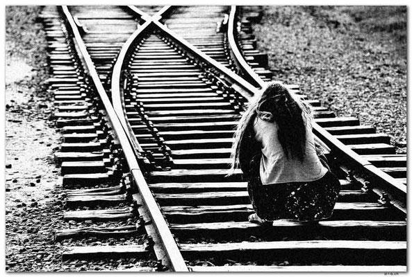 PL052.Birkenau.Schienen fotografieren