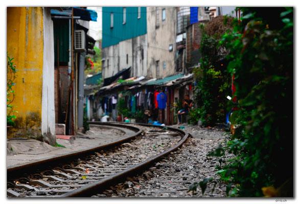 VN0037.Hanoi.Geleise durchs Quartier