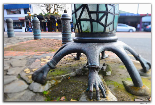 NZ0170.Kawakawa.Hundertwasser Laterne