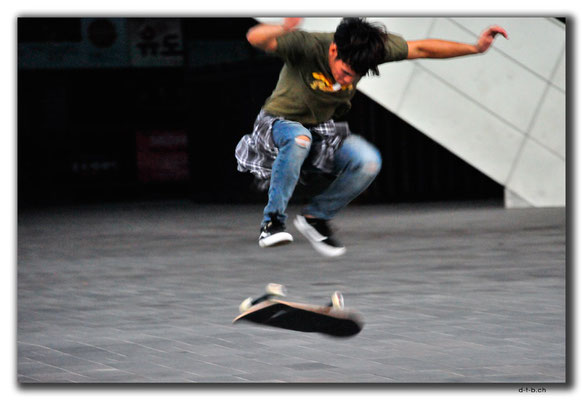 KR0206.Busan.Cinema-Komplex.Skater