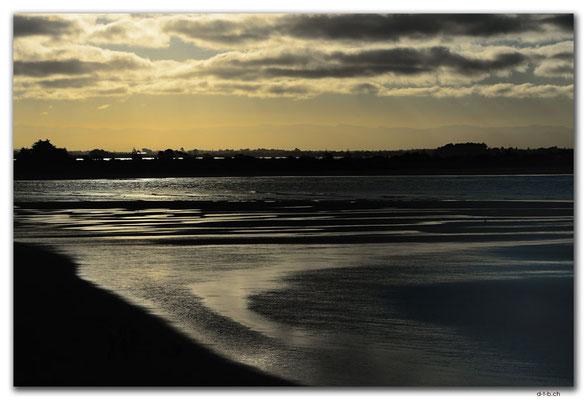 NZ0960.Christchurch.Sumner Beach & Mountains