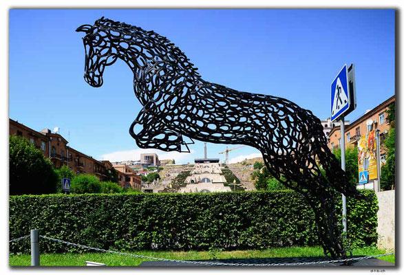 AM013.Yerevan.Pferdekunstwerk