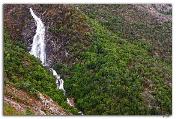 AU1427.Horsetail Falls