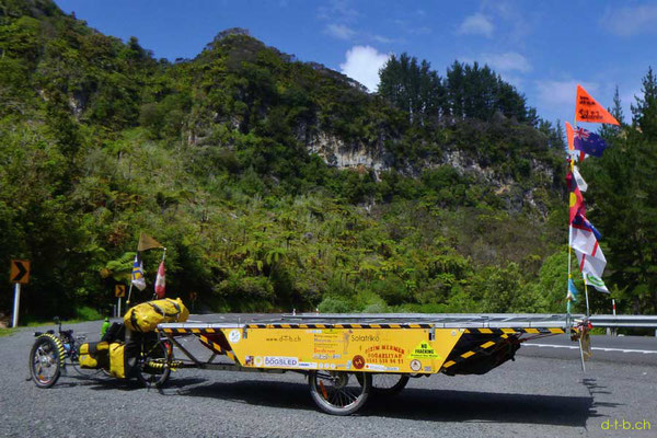 NZ: Solatrike unterwegs in der Arorangi Gorge