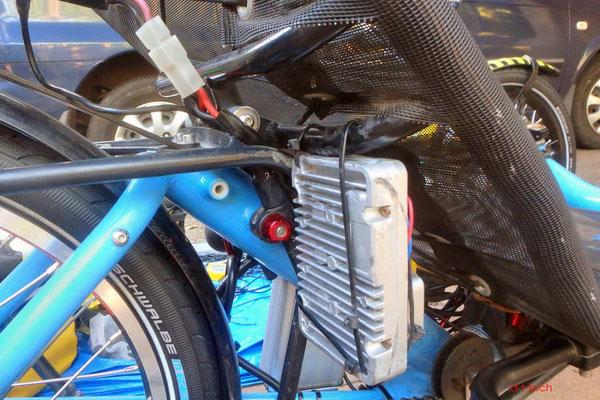 AU: Solatrike Vordermotor-Controller nun rechts montiert