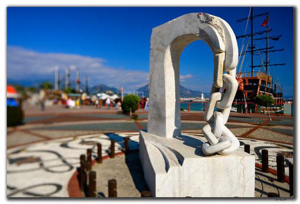 TR0461.Alanya.Hafenskulptur