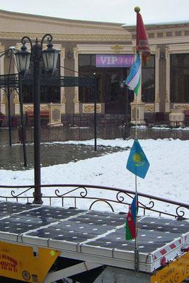 KZ: Die Fahnenstange vom Solatrike kriegt eine kasachische Fahne