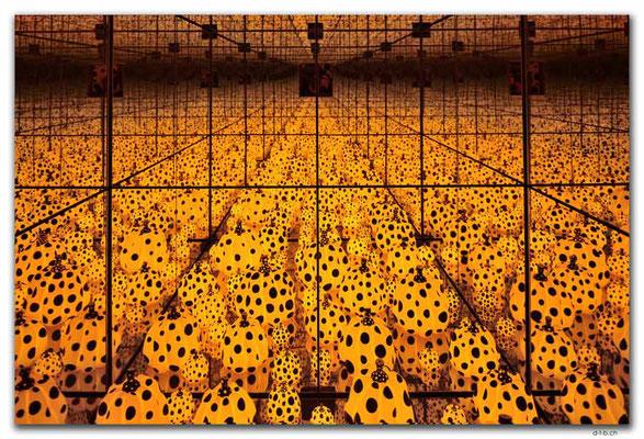 AU1506.Canberra.NGA.Infinity Room.Yayoi Kusama