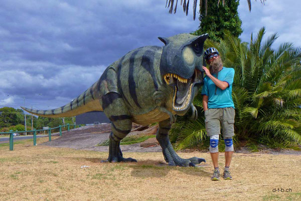 AU: Dinosaurier knuddeln