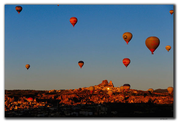 TR0892.Göreme.Ballone im Morgenlicht