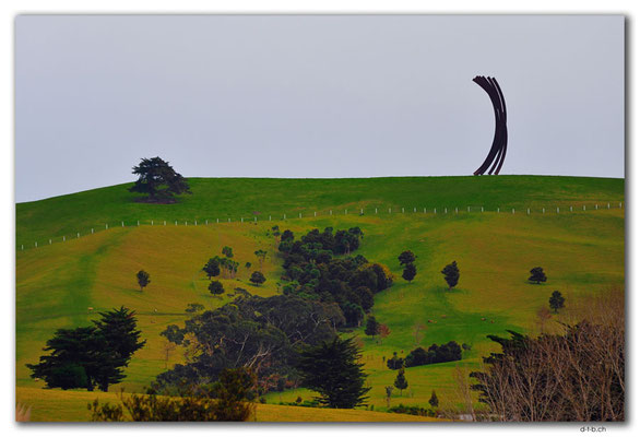 NZ0059.Skulptur am Kaipara Coastal Hwy