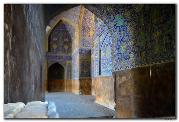 IR0073.Isfahan.Innenhof
