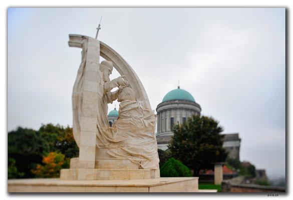HU012.Esztergom.Statue