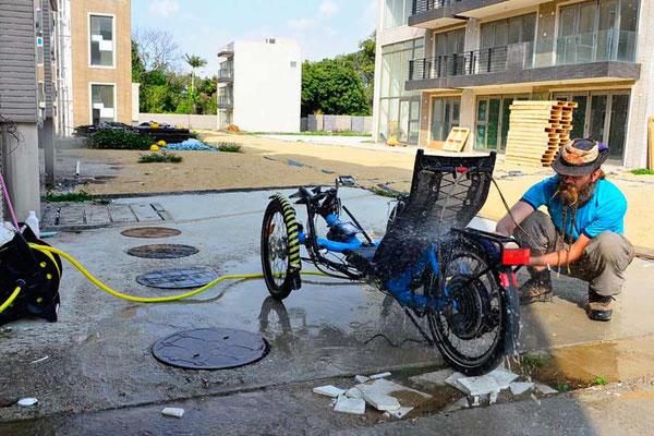 HK: Solatrike wird gewaschen