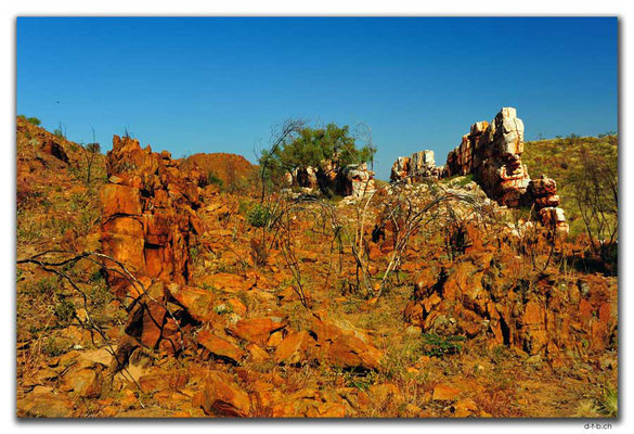 AU0202.Halls Creek.China Wall