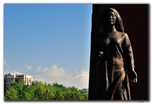 KG0202.Bishkek.WWII-Monument