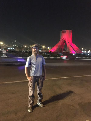 IR: Teheran, Azadi-Square mit Milad (Photo: Milad)