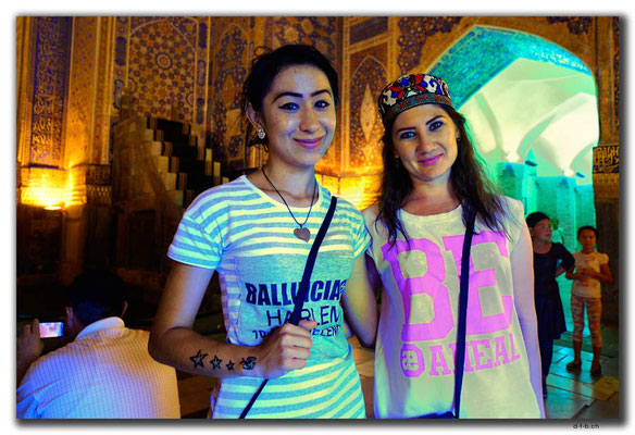 UZ0097.Samarkand.Registan.Usbekinnen