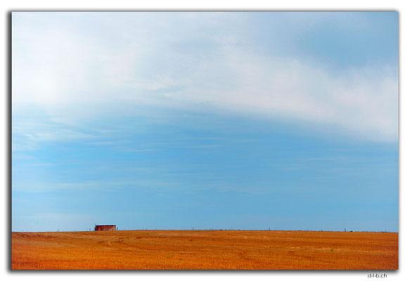 AU0975.Feld mit Wassertank